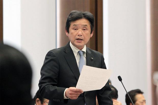 橋本知事に小児医療費無料化拡充を訴える高崎進県議