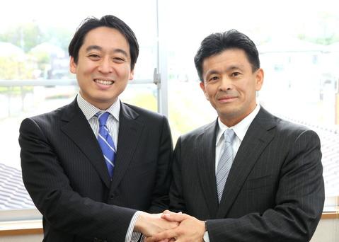 平木だいさく候補(左)と上月良祐候補