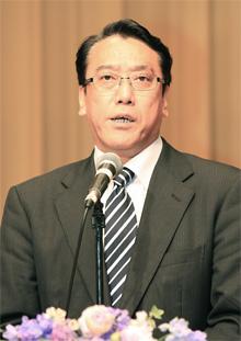 講演する長沢ひろあき党政務調査会副会長