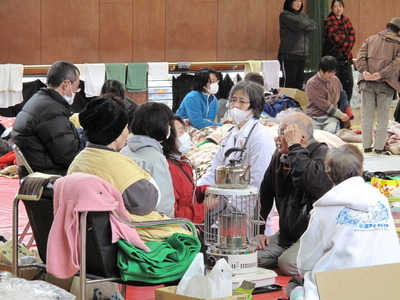 東日本大震災の避難所の模様