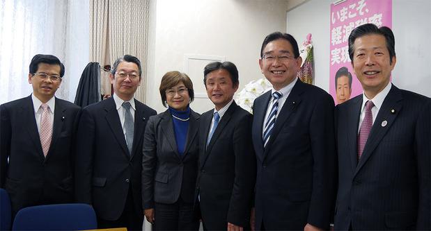 山口代表、石井政調会長と茨城県議団