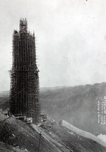 建設中の大煙突