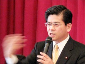 政経懇話会で国政報告する石井啓一衆議院議員