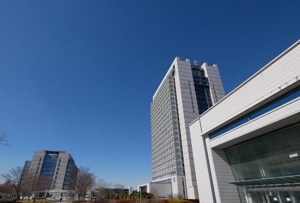 右から茨城県議会、茨城県庁、茨城県警本部