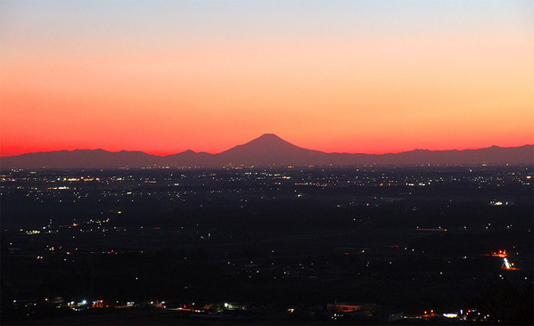 筑波山から望む富士山の夕景