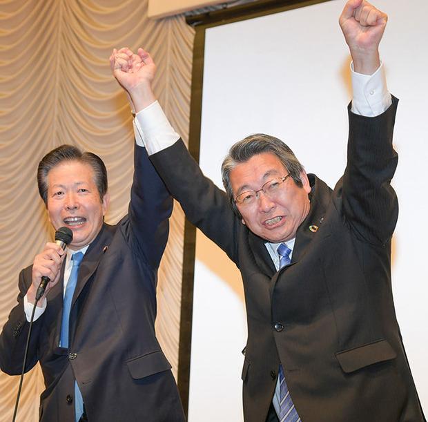 八島いさお県議(右)と山口那津男代表