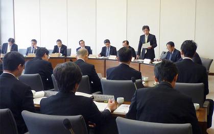 防災環境商工委員会で発言する��進県議(公明党)