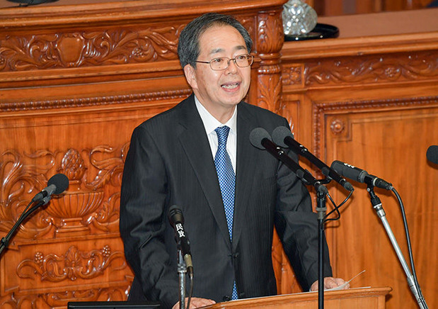 安倍首相に質問する斉藤鉄夫幹事長