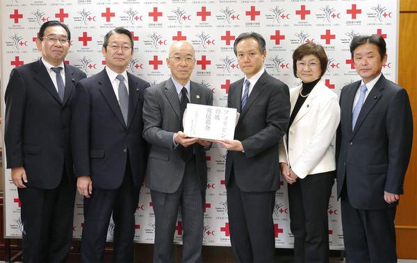 フィリピン台風被害被災者救援の会の募金を日本赤十字茨城支部に寄託