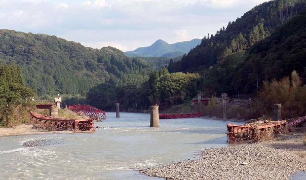 落橋した球磨川の橋梁