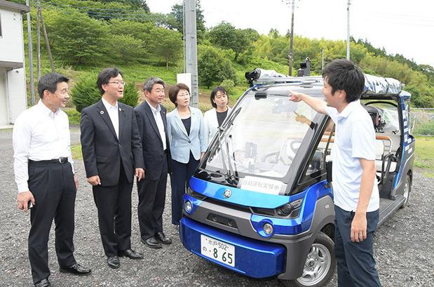 自動運転車の実証実験を現地調査