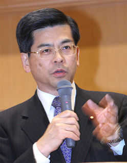 軽減税率や軽自動車税について語る石井啓一政調会長