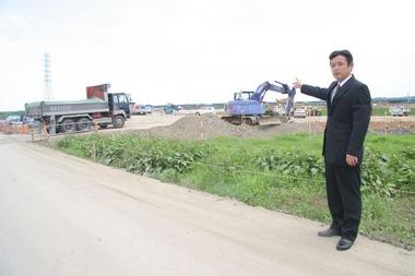 水戸北スマートICの建設現場を視察する高崎進県議