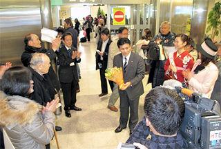 茨城=新千歳便、第一便歓迎の模様