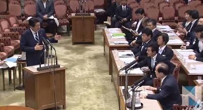 参議院特別委員会で答弁する安倍晋三首相