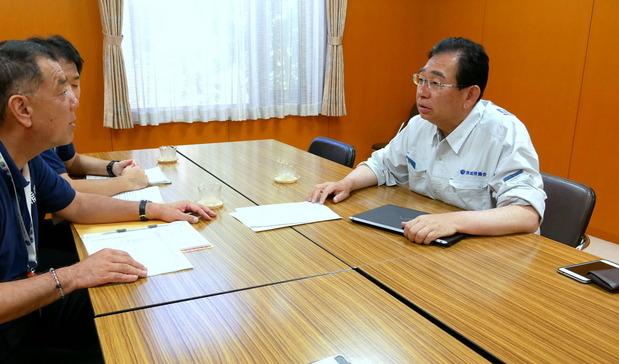 熊本県庁で聞き取り調査を行う井手県議