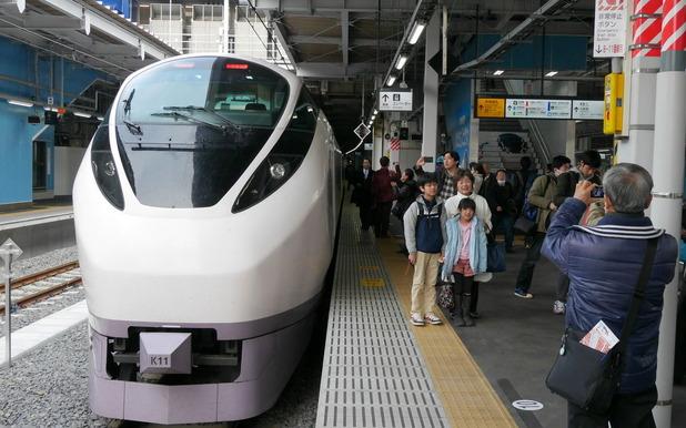 品川駅に到着した「ひたち2号」
