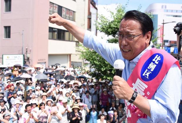 水戸駅まで遊説する長沢ひろあき候補