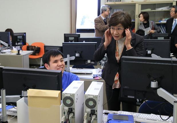 筑波技術大学視察:春日キャンパスでの骨伝導装置を使った講座