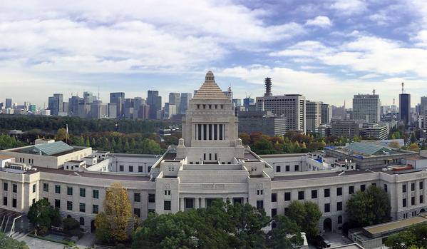 国会議事堂を裏側から観る