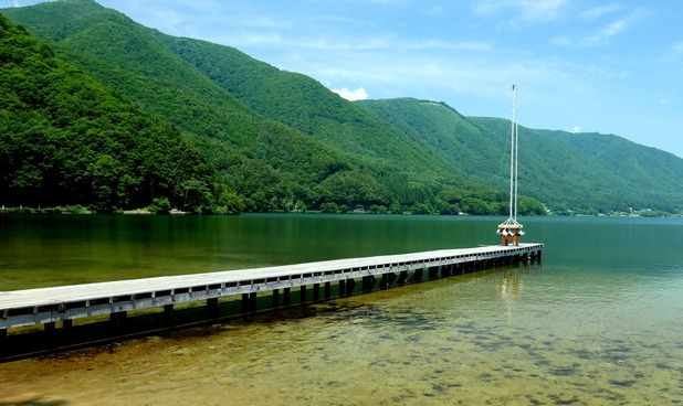 木崎湖に創られた「雲結い」