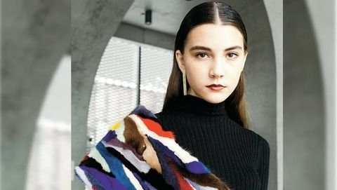 【悲報】14歳のロシア人モデルが過労死!13時間働かされ続ける?!