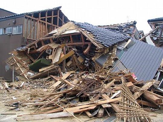 終末の美学 老朽化した建物の倒壊