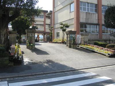 2013年帖佐中学校門松