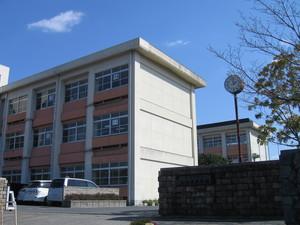 姶良市立加治木中学校正門