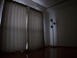 アーネスト姶良寝室遮光カーテンを閉めた状態