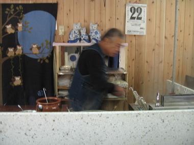 2011年(平成23年)12月再開した長浜ラーメン鎮の店主