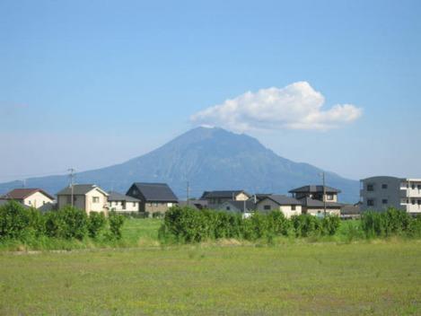 姶良市立松原なぎさ小学校建設予定地から見える桜島