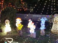 クリスマスイルミネーション人形