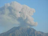 鹿児島市から見た桜島噴火