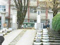 重富小学校(平松館)正門