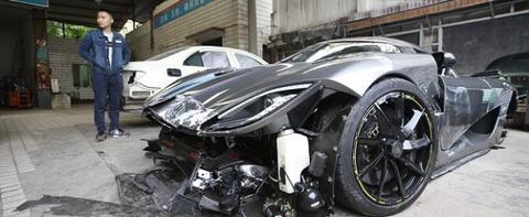 Koenigsegg-Agera-R-Crash-Hartvoorautos-3-610x250