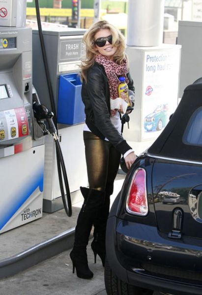 celebrities_at_gas_stations_03