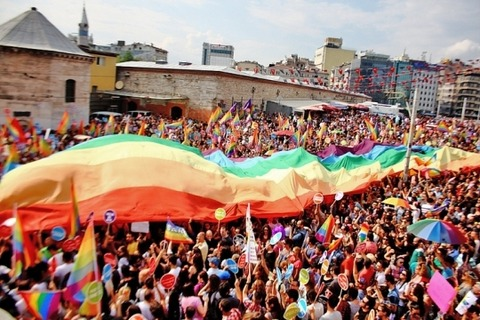 istanbul-gay-parade-irport