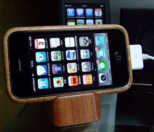 iPhone 3GS with iWood 2