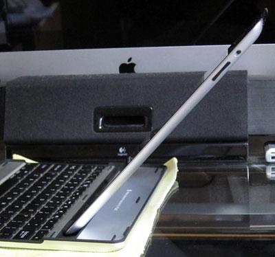iPad_MobileBTKeyBoard11verticalStand