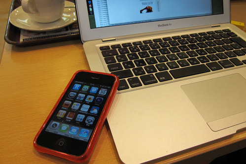 iPhone & MacBook Air in Cafe 1