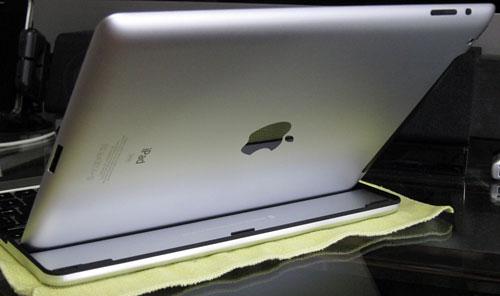 iPad_MobileBTKeyBoard07standing