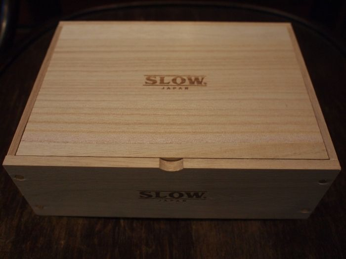 無垢材で仕上げたボックスはケアキットを入れていただくのはもちろん小物入れとしてもご活用いただけます。 玄関先や、靴箱の横などに置くとインテリア的にもオシャレ