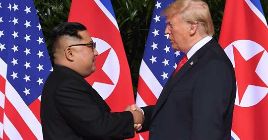 握手トランプ金正恩