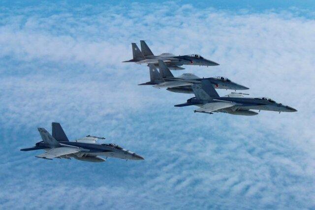 F-15J_FA18