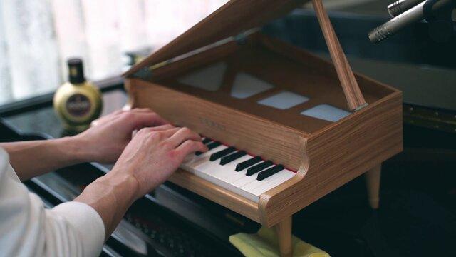 トイピアノでトルコ行進曲