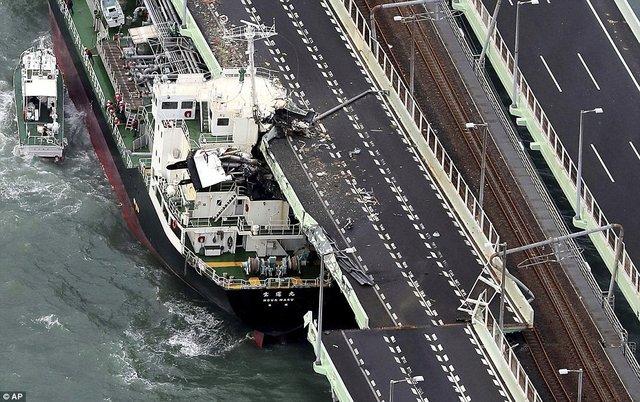 関西空港連絡橋にタンカーが衝突