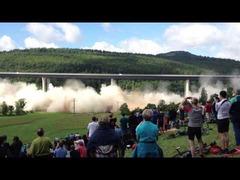 ドイツの橋の解体シーン