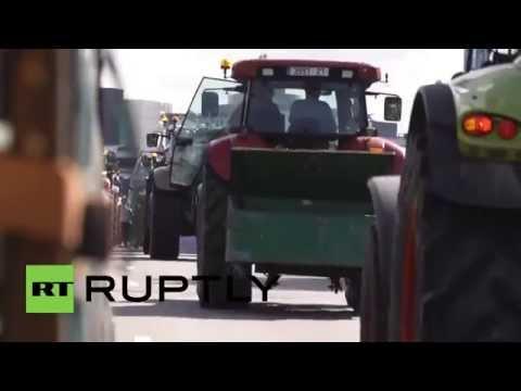 パリ農家トラクター