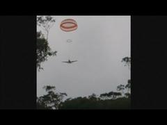 パラシュート飛行機